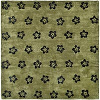 Safavieh Handmade Soho Leaves Sage New Zealand Wool Rug - 5' x 8'