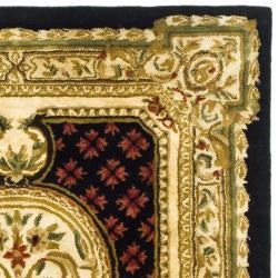 Safavieh Handmade Classic Black/ Beige Wool Rug (4' x 6') - Thumbnail 1