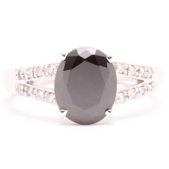 Sterling Silver Black and White Cubic Zirconia Ring (Size 7)