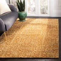 Safavieh Handmade Majestic Beige Wool Rug - 6' x 9'