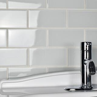 SomerTile 3x6-inch Reflections Subway Ice White Glass Wall Tile (80 tiles/10 sqft.)