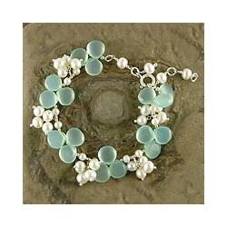 Handmade Island Paradise Chalcedony Gemstones White Freshwater Pearls 925 Sterling Silver Womens Bracelet (India)