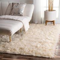 nuLOOM Hand-woven Alexa Flokati Wool Shag Rug (8' x 10') - 8' x 10'