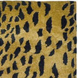 Safavieh Handmade Soho Leopard Skin Beige N. Z. Wool Runner (2'6 x 12') - Thumbnail 1