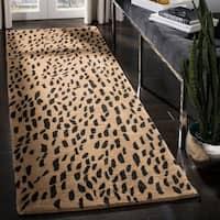 "Safavieh Handmade Soho Leopard Skin Beige N. Z. Wool Runner (2'6 x 8) - 2'6"" x 8'"