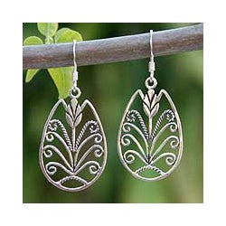 Handmade Sterling Silver 'Thai Tulip' Dangle Earrings (Thailand)