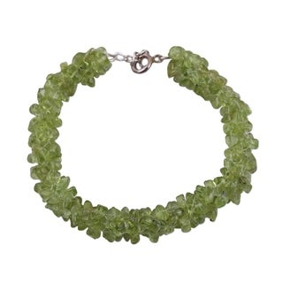 Handmade Sterling Silver 'Summer Fields' Peridot-beaded Bracelet (India)