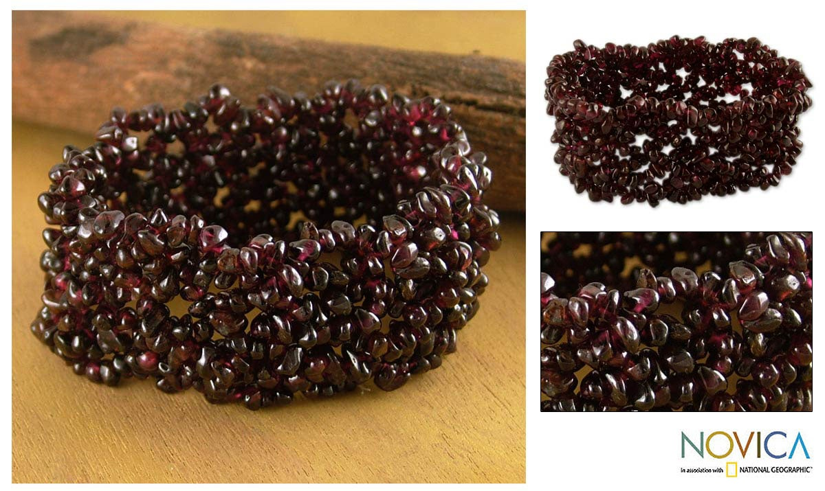 Handmade Garnet 'Cherry Cheer' Stretch Bracelet (India)