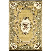 Safavieh Handmade Classic Light Gold/ Green Wool Rug (7'6 x 9'6) - 7'6 x 9'6