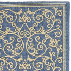 Safavieh Resorts Scrollwork Blue/ Natural Indoor/ Outdoor Runner (2'4 x 6'7) - Thumbnail 1