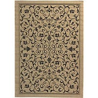 Safavieh Resorts Scrollwork Sand/ Black Indoor/ Outdoor Rug - 6'7 x 9'6