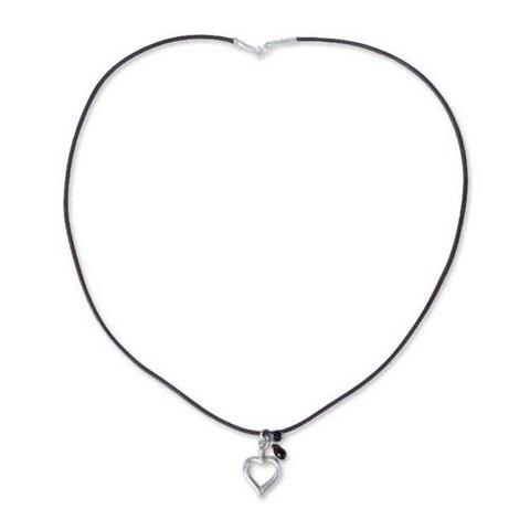 Handmade Sterling Silver 'Life In Love' Garnet Necklace (Thailand)