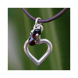 Handmade Sterling Silver 'Life In Love' Garnet Necklace (Thailand)