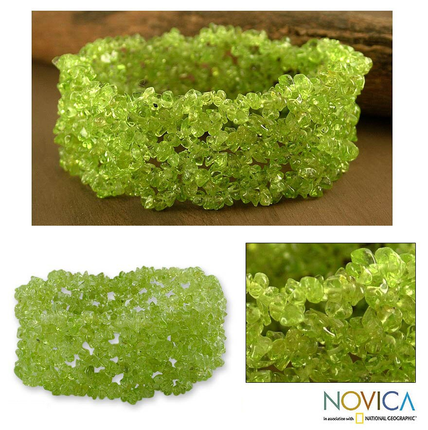 Handmade 'Spring Breeze' Peridot Stretch Bracelet (India)
