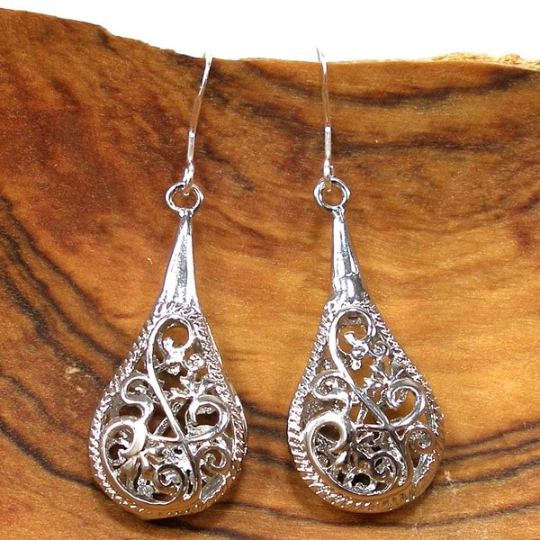 Handmade 1-inch Silver Filigree Raindrop Earrings (China)
