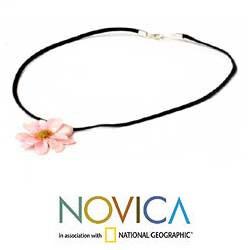 Handmade Chrysanthemum 'World of Pink' Natural Flower Necklace (Thailand)