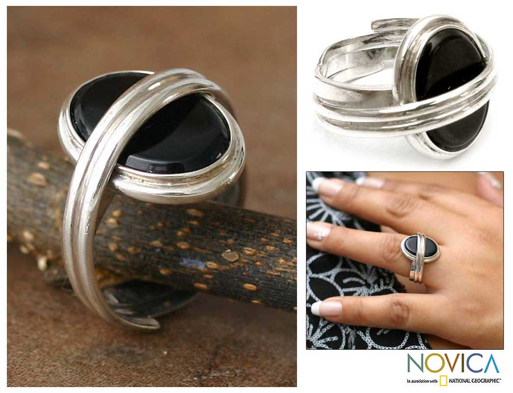 Sterling Silver 'In Your Arms' Onyx Solitaire Ring (Peru)