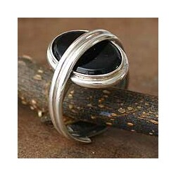 Handmade Sterling Silver 'In Your Arms' Onyx Solitaire Ring (Peru)
