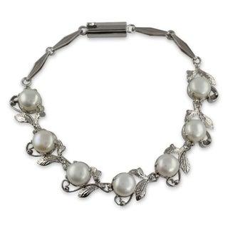 Handmade White Pearls Sterling Silver Bracelet (India)
