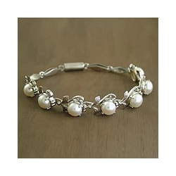 Misty Romantic Feminine Perfect for Bridal Round White Pearls in Floral Setting of 925 Sterling Silver Womens Bracelet (India)