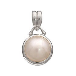 'Peaceful Moon' Pearl Pendant (Indonesia)
