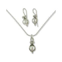 Handmade Sterling Silver 'Honesty' Pearl Jewelry Set (India)