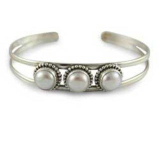 Handmade Sterling Silver 'Moonlight Trio' Pearl Cuff Bracelet (India)
