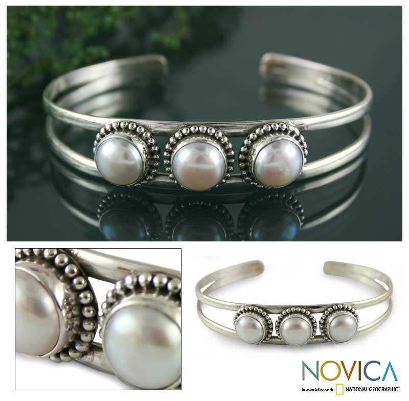 Handmade Sterling Silver 'Moonlight Trio' Pearl Cuff Bracelet (India)