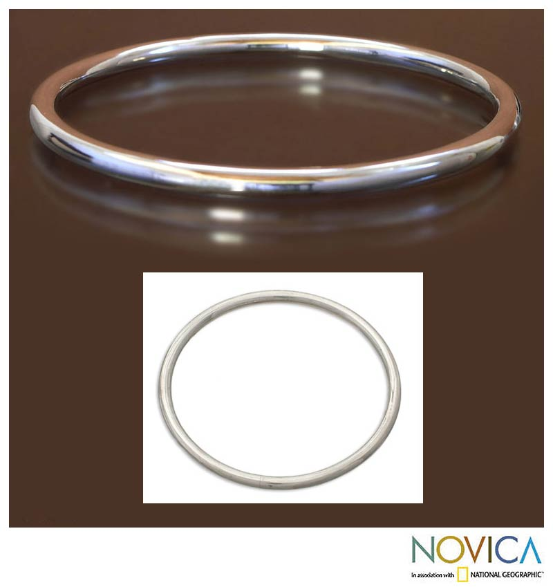 Sterling Silver 'Moon Glow' Balinese Women's Bangle Bracelet (Indonesia)