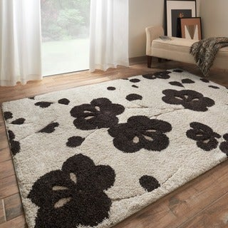Jullian Ivory Floral Shag Rug (5'3' x 7'7)