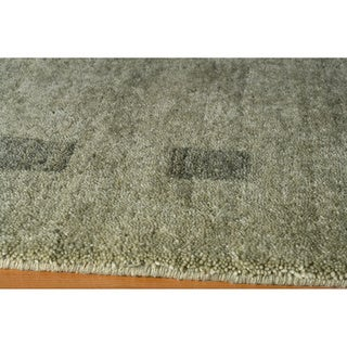 Loft Green Dots/ Dashes Hand-Loomed Wool Rug (5' x 8')