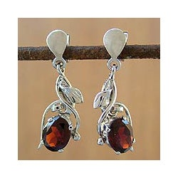 Handmade Sterling Silver Garnet Drop Earrings (India)