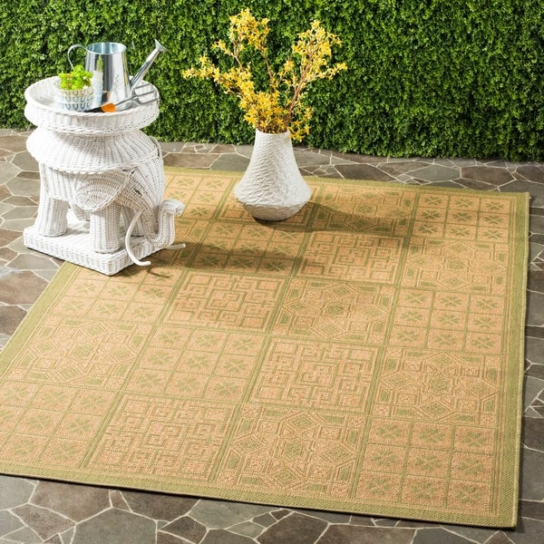 Safavieh Indoor/ Outdoor Green/ Natural Rug - 9' x 12'