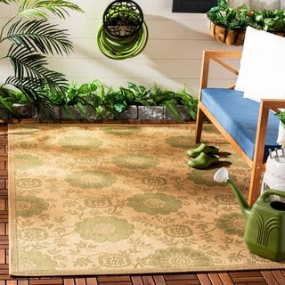 Safavieh Indoor/ Outdoor Gold/ Natural Rug (2'4 x 6'7)