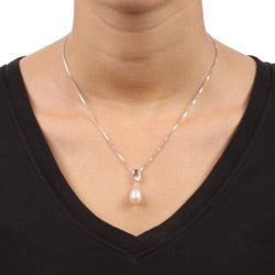 Kabella Sterling Silver Freshwater Pearl and Cubic Zirconia Necklace (9 mm)