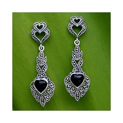 Silver 'Ornate Love' Marcasite and Onyx Heart Earrings (Thailand)