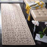 Safavieh Handmade Moroccan Cambridge Gold Wool Rug (2'6 x 8')