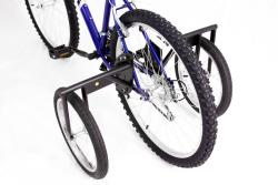 Titan Trailblazer 18-speed Adult Mountain Bike with Stabilizer Wheel Kit - Thumbnail 2