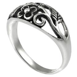 Journee Collection  Sterling Silver Flower and Leaves Ring