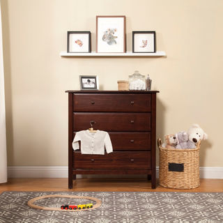 DaVinci Pine Traditional 4-drawer Dresser