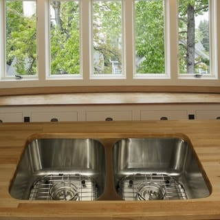 Highpoint Collection Stainless Steel 33-inch Undermount 50/50 2-bowl Kitchen Sink