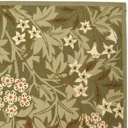 Safavieh Hand-hooked Patches Green Wool Rug (5'3 x 8'3) - Thumbnail 1