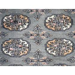 Pakistani Hand-knotted Green/ Ivory Bokhara Wool Rug (2'7 x 7'8) - Thumbnail 1