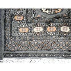Pakistani Hand-knotted Green/ Ivory Bokhara Wool Rug (2'7 x 7'8) - Thumbnail 2