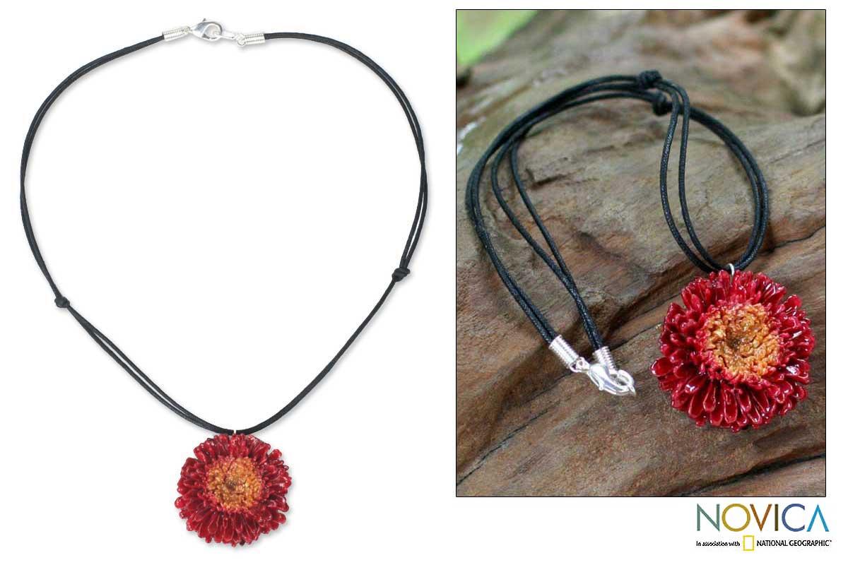 Handmade Chrysanthemum 'Thai Sun' Natural Flower Necklace (Thailand)