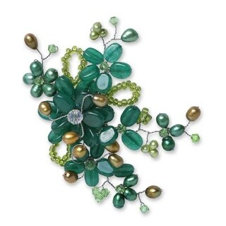 Handmade Pearl and Green Quartz 'Floral Mint' Pearl Brooch (5-6 mm) (Thailand)
