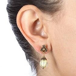 Lola's Jewelry Goldtone Art Glass Champagne/ Silver Foil Earrings - Thumbnail 2