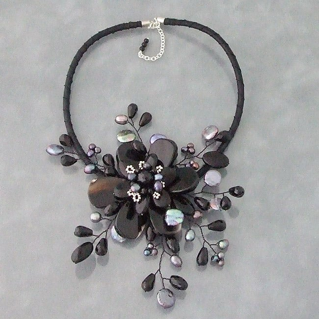 Handmade Black Agate and Pearl Star Flower Necklace (3-5 mm) (Thailand)