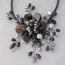 Handmade Black Agate and Pearl Star Flower Necklace (3-5 mm) (Thailand) - Thumbnail 1