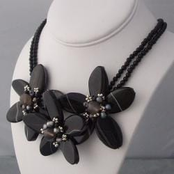 Handmade Sterling Silver Agate and Pearl Triple Flower Necklace (3-5 mm) (Thailand)